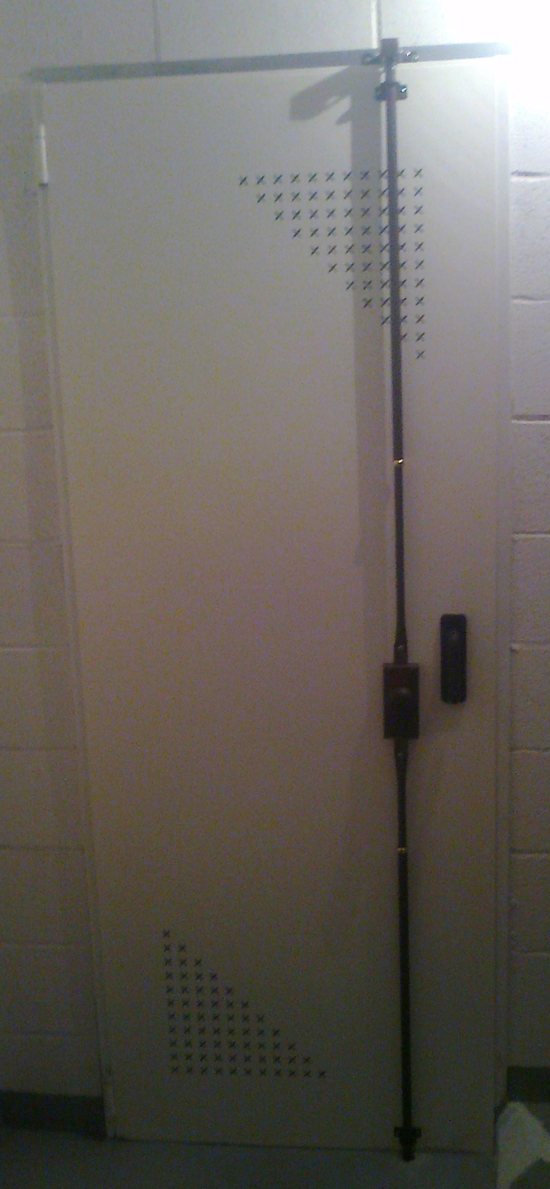 Cerradura para puerta de trasteros for Puerta trastero seguridad