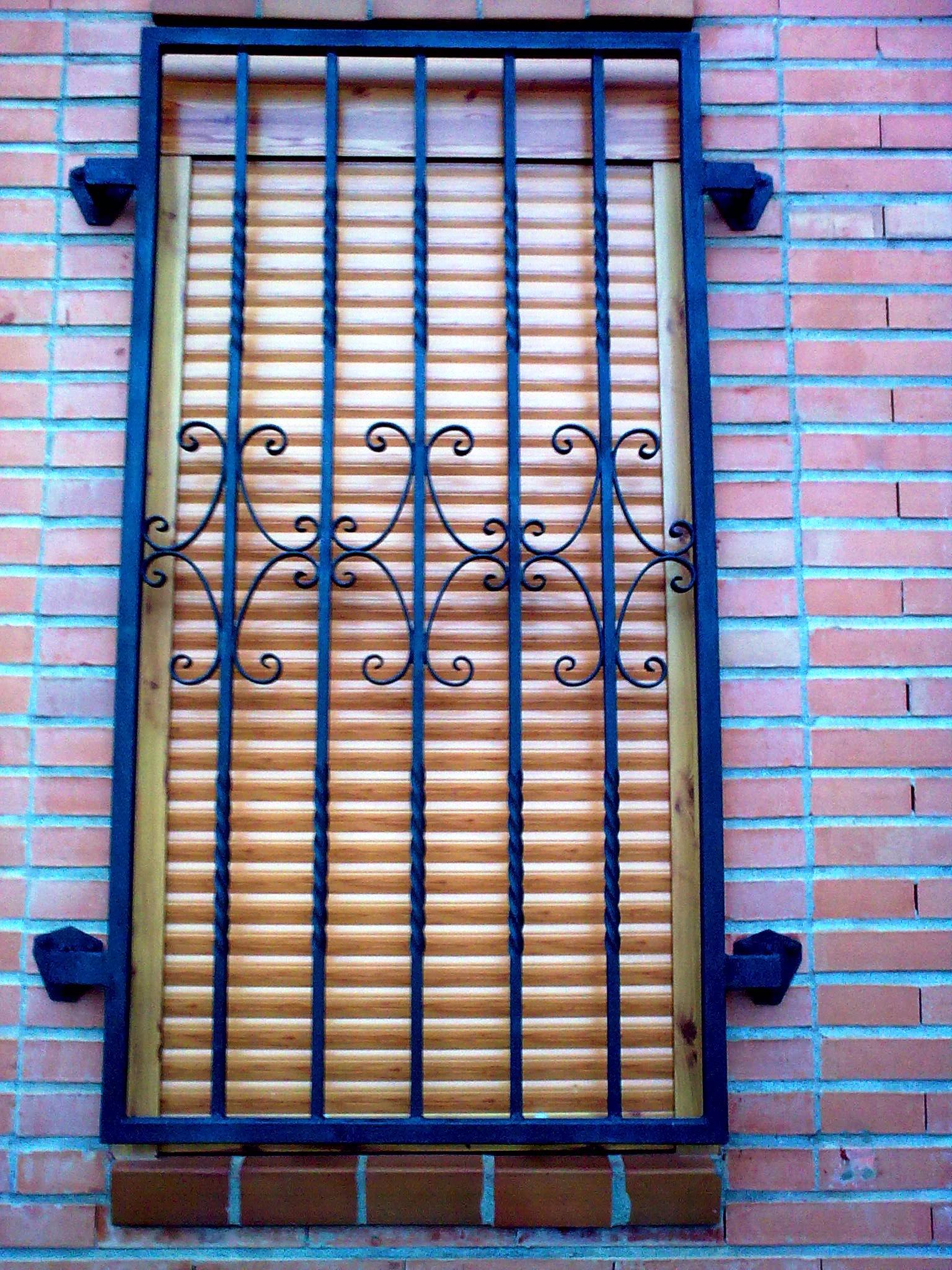 Rejas cerrajera espa ola for Rejas de hierro precios